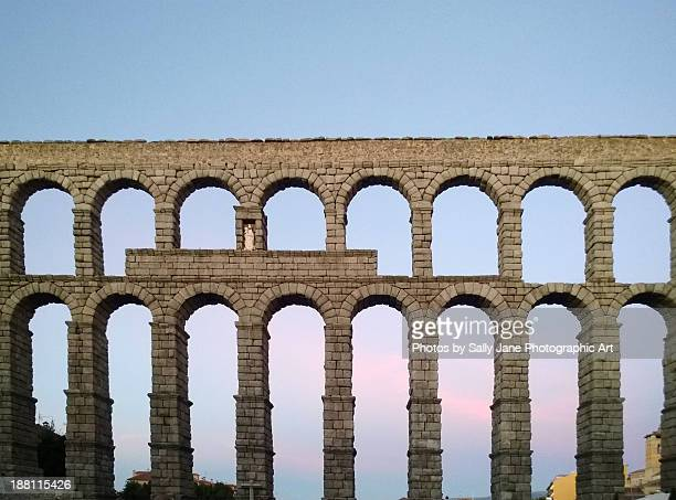 roman aqueduct, segovia - segovia stock pictures, royalty-free photos & images