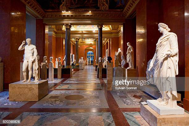 roman art at the musee du louvre - musée du louvre photos et images de collection