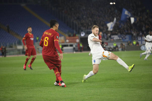 LIGUE EUROPA 2018  - 2019 -2020 - Page 16 Roman-bezus-and-chris-smalling-at-stadio-olimpico-of-rome-as-roma-10-picture-id1202175600?k=6&m=1202175600&s=612x612&w=0&h=6ejh5IuUPUwekUsH1HW5ulSiLNeXZ0n5tWJ_4dffqOk=
