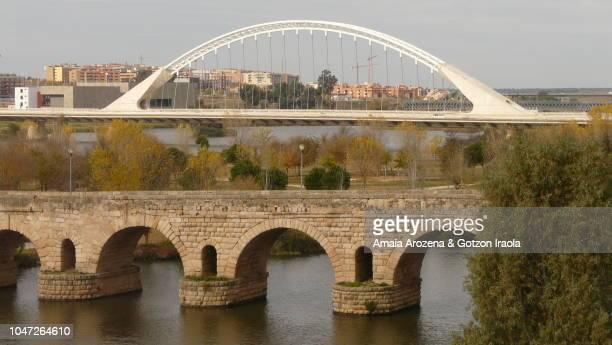 roman bridge of merida. extremadura, spain. - メリダ ストックフォトと画像