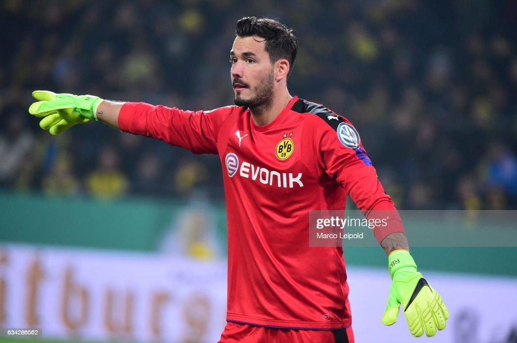 Borussia Dortmund v Hertha BSC - DFB Cup : News Photo