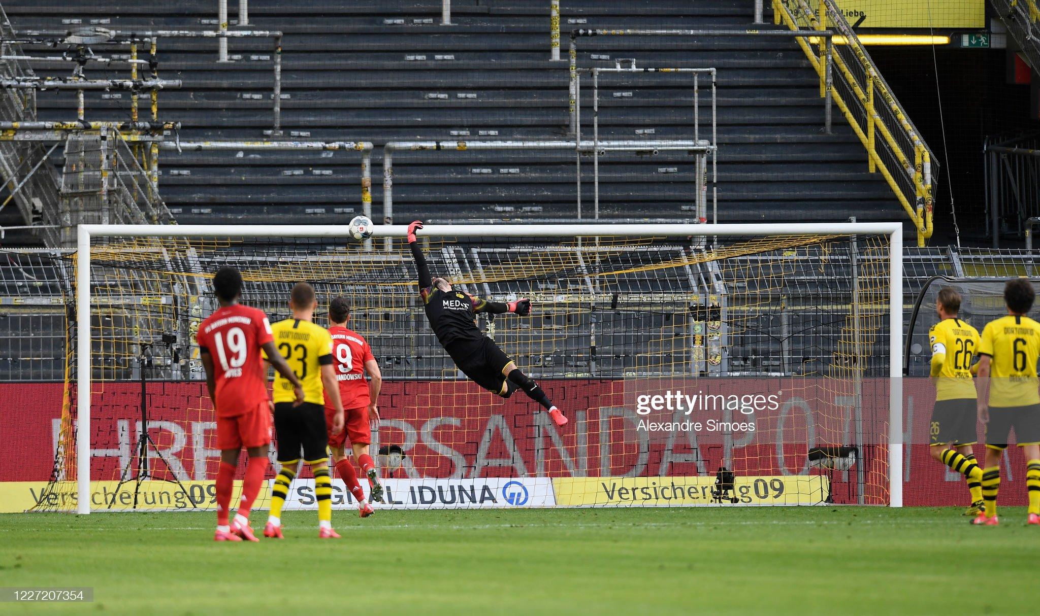 Borussia Dortmund v FC Bayern Muenchen - Bundesliga : Fotografia de notícias