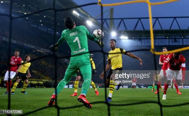 Roman Buerki of Borussia Dortmund saves from Anthony Ujah of FSV Mainz during the Bundesliga match between Borussia Dortmund and 1 FSV Mainz 05 at...