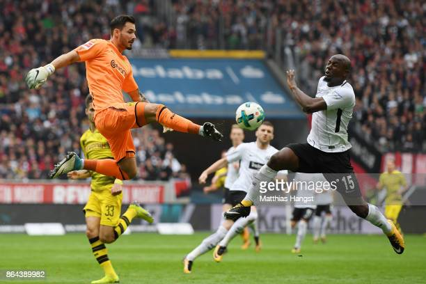 Roman Buerki of Dortmund gets the ball before Jetro Willems of Frankfurt during the Bundesliga match between Eintracht Frankfurt and Borussia...