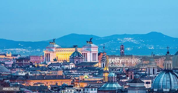 ローマ citscape パノラマ夜の 1 月に、ローマ、イタリア - 一月 ストックフォトと画像