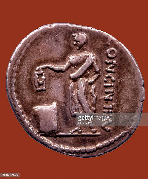 Roman coin Denarius of Cassius Longinus Extension of the vote 137 BC Roman art
