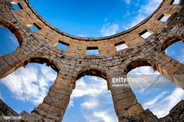 roman colosseum in pula at croatia with blue sky. - イストリア半島 プーラ ストックフォトと画像