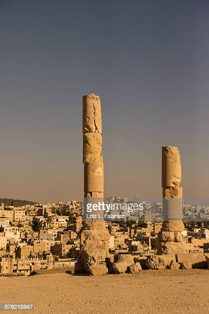 roman columns in jerash - roman decapolis city stock pictures, royalty-free photos & images