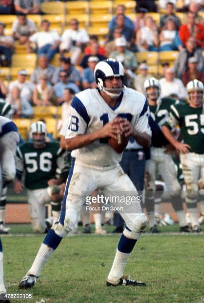 Roman Gabriel of the Los Angeles Rams drops back to pass against the New York Jets during an NFL football game November 15, 1970 at The Los Angeles...