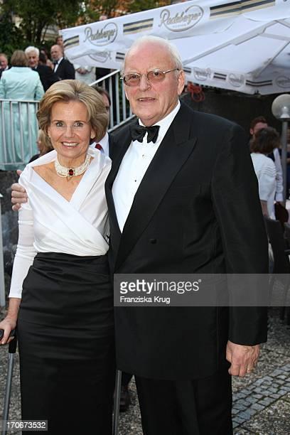 Roman Herzog Und Ehefrau Alexandra Freifrau Von Berlichingen In Der Pause Der Premiere Der Bayreuther Festspiele In Bayreuth Am 250707