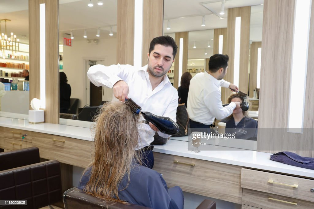 Roman K Salon Madison Avenue Opening : Photo d'actualité
