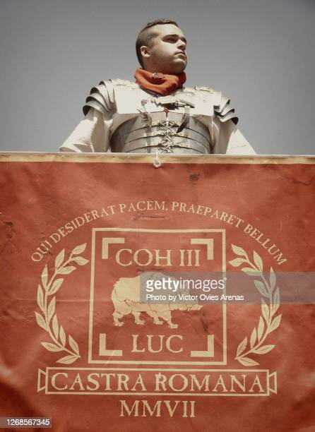 roman legionary during the annual roman reenactment arde lucus festival - victor ovies fotografías e imágenes de stock