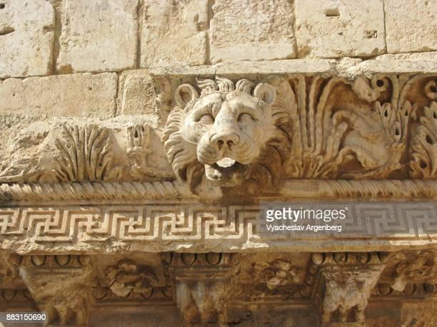 roman lion's head (gargouille), temple of jupiter, baalbek - argenberg stock pictures, royalty-free photos & images