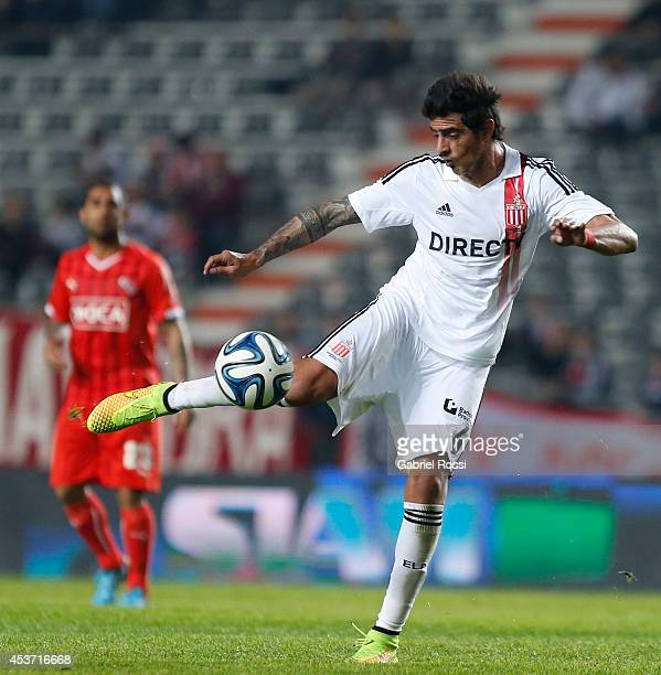 Roman Martinez of Estudiantes kicks the ball during a match between Estudiantes and Independiente as part of the second round of Torneo de Transicion...