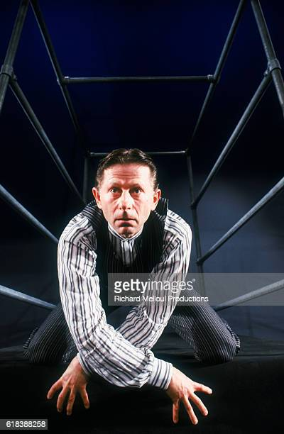 Roman Polanski plays the lead role in a theater version of Franz Kafka's Metamorphosis. The 1988 production was staged by Stephen Berkoff.