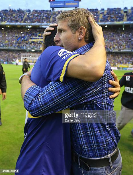 Roman Riquelme of Boca Juniors greets Martin Palermo coach of Arsenal FC before a match between Boca Juniors and Arsenal as part of 16th round of...