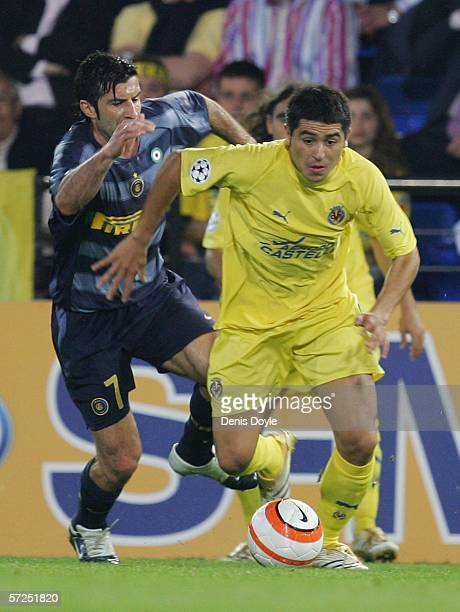 Roman Riquelme of Villarreal runs past Luis Figo of Inter Milan during the UEFA Champions League Quarter Final Second Leg match between Villarreal...