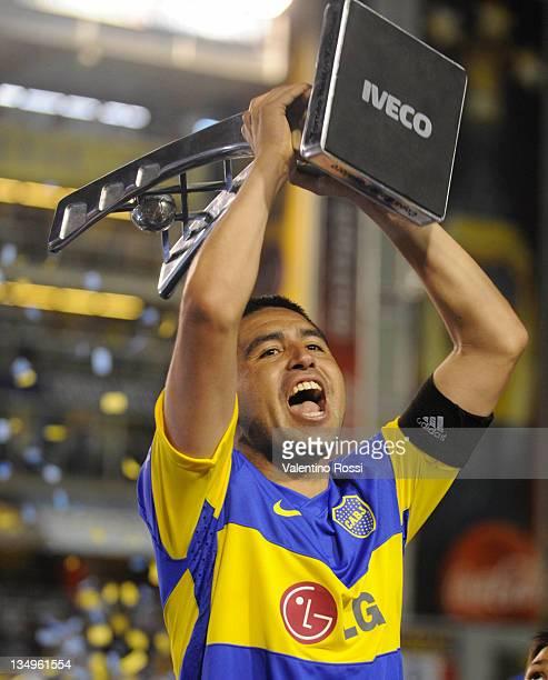 Roman Riquilme of Boca celebrate with the trophy after winning the IVECO Bicentenario Apertura 2011 Tournament La Bombonera Stadium on December 04,...