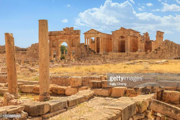 roman ruins of sufetula in tunisia - kairwan stock pictures, royalty-free photos & images
