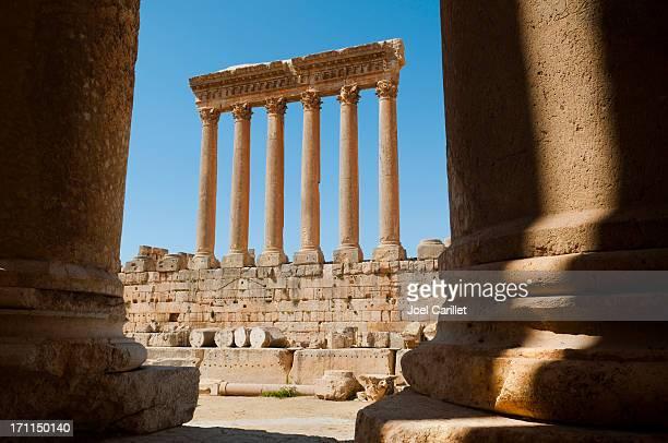 römische ruinen in baalbek - libanon stock-fotos und bilder