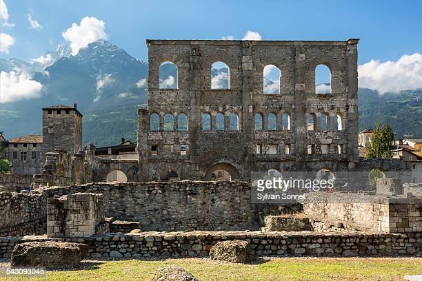 roman theatre, aosta - valle d'aosta foto e immagini stock