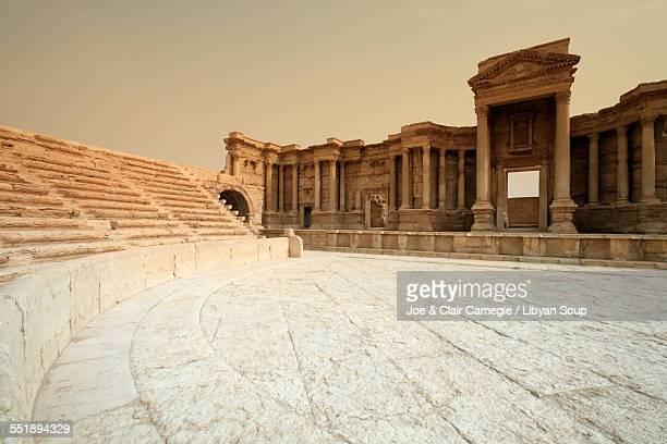 roman theatre at palmyra in syria - 円形劇場 ストックフォトと画像