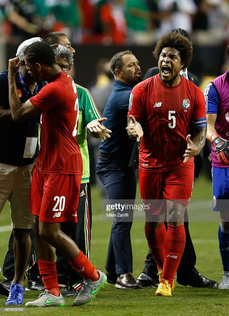 Roman Torres #5 of Panama (right) yells at teammate Anibal Godoy #20 after the 2015 CONCACAF semifinal match against Mexico at Georgia Dome on July 22, 2015 in Atlanta, Georgia.