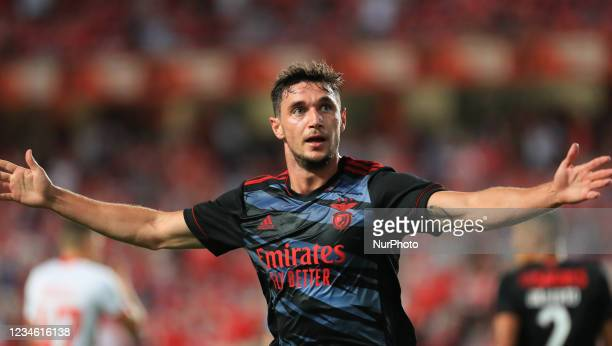 Roman Yaremchuk of SL Benfica celebrate 2nd goal of SL Benfica during the UEFA Champions League Third Qualifying Round Leg One match between SL...