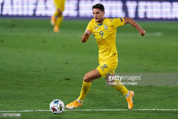 Roman Yaremchuk of Ukraine runs with the ball during the UEFA Nations League group stage match between Spain and Ukraine at Estadio Alfredo Di...