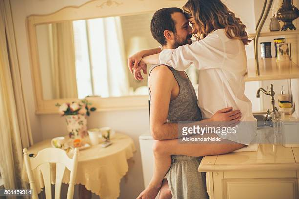 romance for breakfast - erotische stockfoto's en -beelden