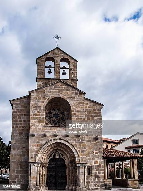 romanesque church - asturien stock-fotos und bilder