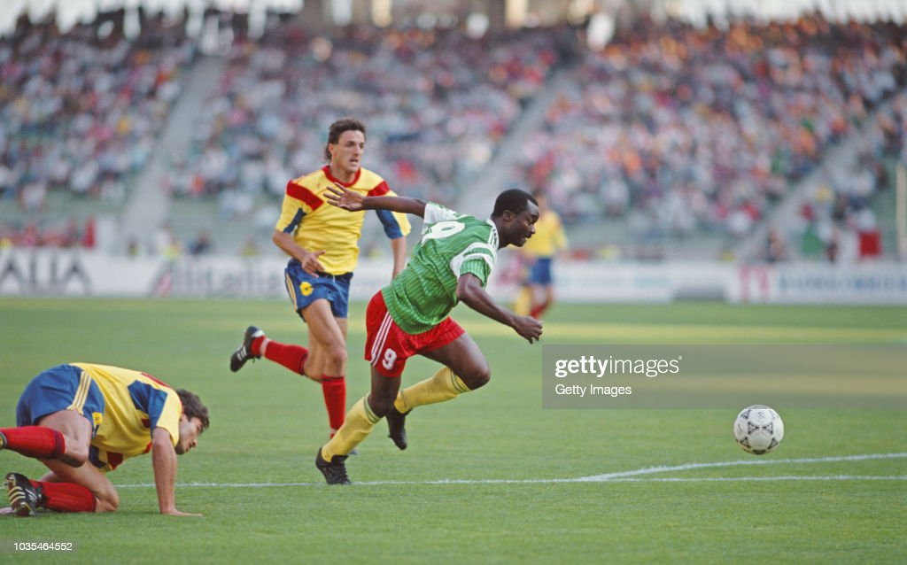 Roger Milla scores Cameroon v Romania 1990 FIFA World Cup : News Photo