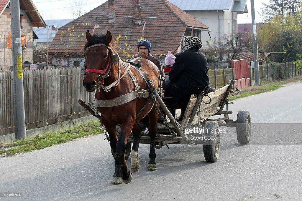 A Romanian family rides a horse cart nea : News Photo