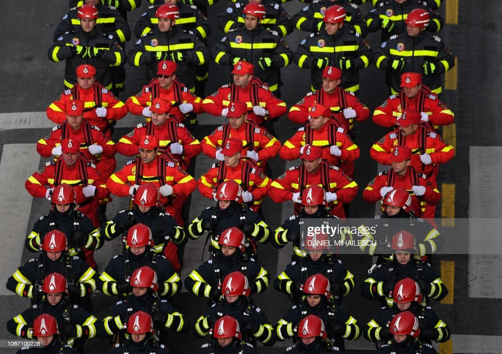 ROMANIA-ARMY-MILITARY-PARADE-NATIONAL-DAY : News Photo