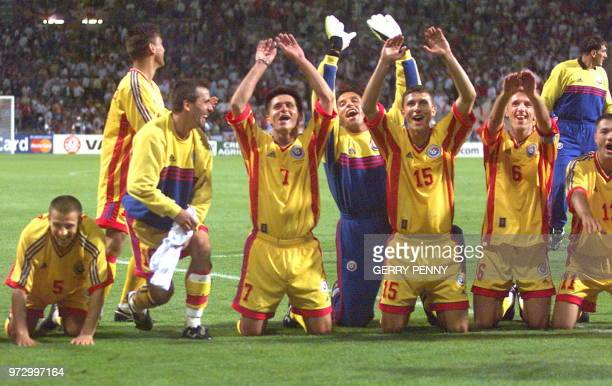 Romanian players salute their fans with a 'ola' 22 June at Toulouse Stadium after winning their 1998 Soccer World Cup group G match vs England 21 AFP...