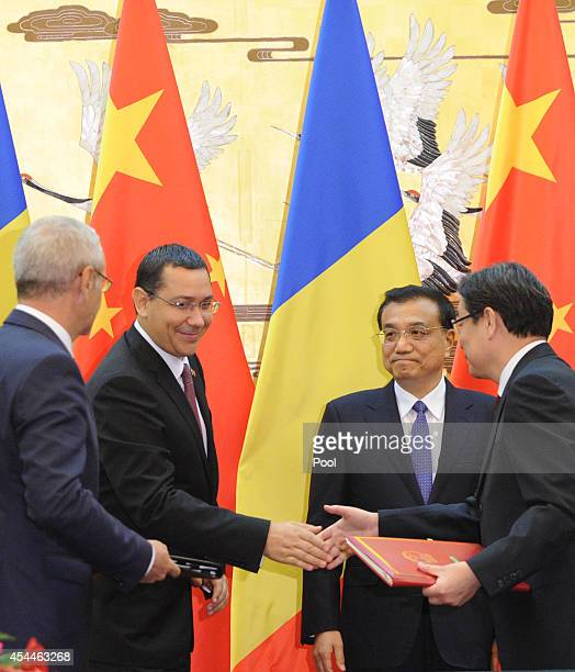 Romanian Prime Minister Victor Ponta and Chinese Premier Li Keqiang attend a signing ceremony at the Great Hall of the People on September 1 2014 in...