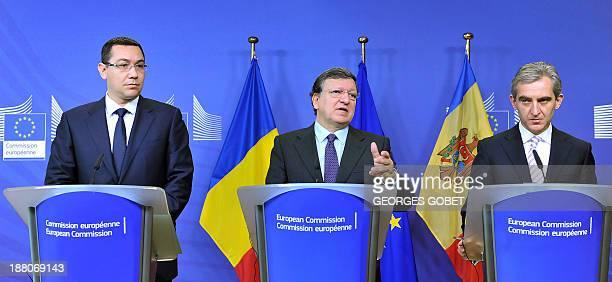 Romanian Prime Minister Victor Ponta European Commission President Jose Manuel Barroso and Moldova's Prime Minister Lurie Leanca give a press...