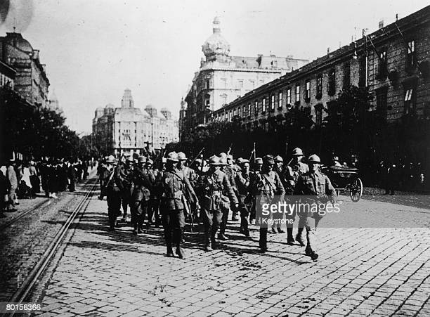 Romanian soldiers enter Budapest during the Romanian Invasion of Hungary, 4th August 1919. The occupation lasted only a few months.