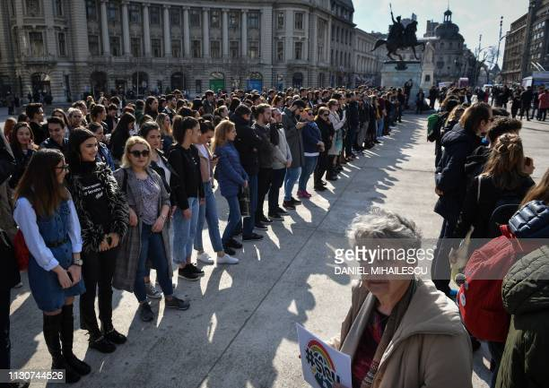 Romanian students take part in an fifteen minute long protest in Bucharest March 15, 2019. - Thousands of Romanians stopped working for 15 minutes on...