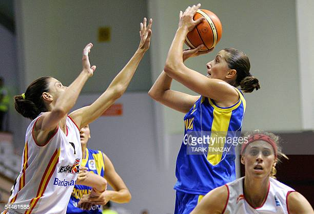Romania's Bianca Vescan vies with Spain's Mar Xantal during their Women' Eurobasket Championships 2005 match in Turkey's Aegean coast city of Izmir...
