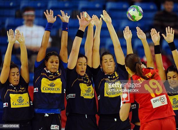 Romania's Cristina Zamfir shoots a 9meter penalty during the Main Round I match Spain vs Romania of the 2014 Women's European Handball Championships...