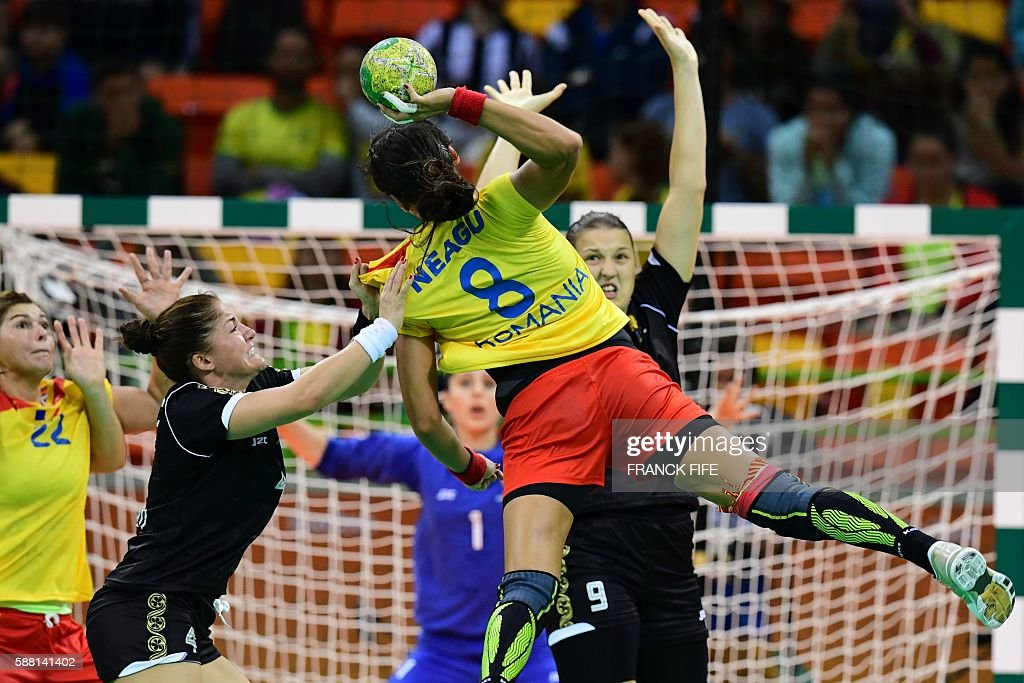 HANDBALL-OLY-2016-RIO-ROU-MNE : News Photo