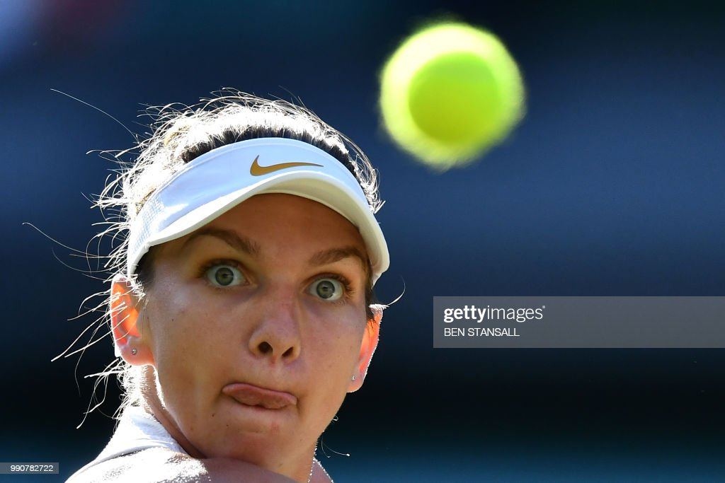 TOPSHOT - Romania's Simona Halep returns to Japan's Kurumi Nara during their women's singles first round match on the second day of the 2018 Wimbledon Championships at The All England Lawn Tennis Club in Wimbledon, southwest London, on July 3, 2018. (Photo by Ben STANSALL / AFP) / RESTRICTED