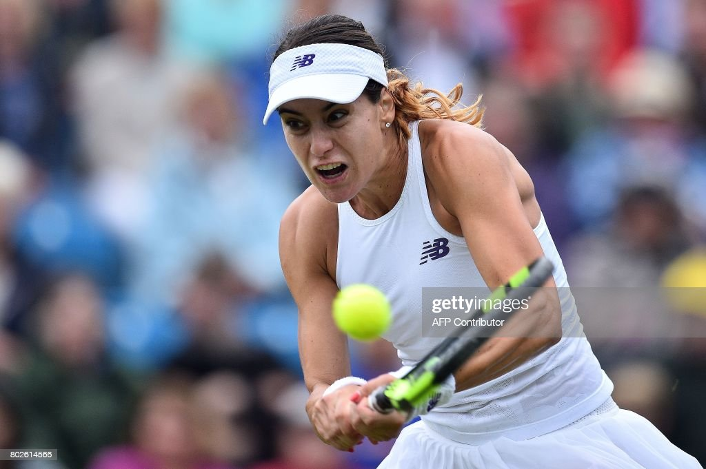 TOPSHOT - Romania's Sorana Cirstea returns against Britain's Johanna Konta during their women's singles second round tennis match at the ATP Aegon International tennis tournament in Eastbourne, southern England, on June 28, 2017. / AFP PHOTO / Glyn KIRK