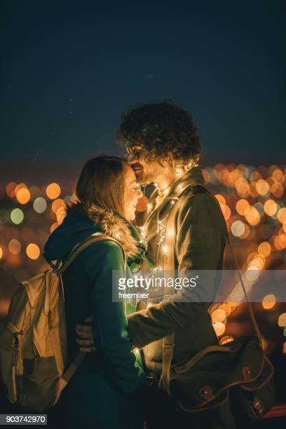 romantique dans la nuit - front view photos et images de collection