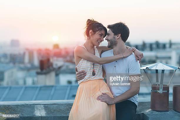 romantic couple on rooftop, paris - tous types de couple photos et images de collection