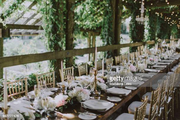 romantic long table wedding decor - ubc stock pictures, royalty-free photos & images