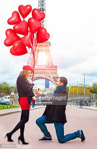 romantic marriage proposal at eiffel tower, paris, france - community engagement stock pictures, royalty-free photos & images