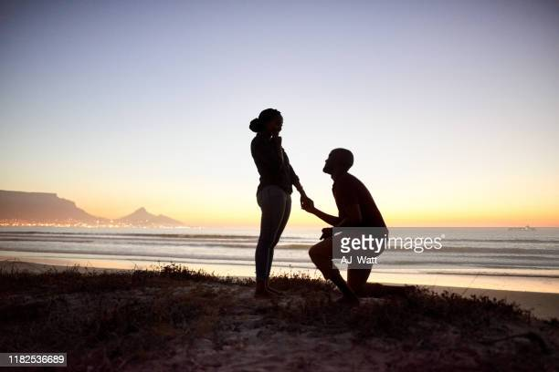 romantic marriage proposal on the beach - black women engagement rings stock pictures, royalty-free photos & images