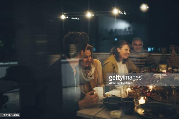 感謝祭のディナーの中にロマンチックな瞬間